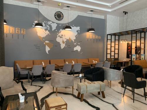 Um restaurante ou outro lugar para comer em Shouel Inn Furnished Apartments