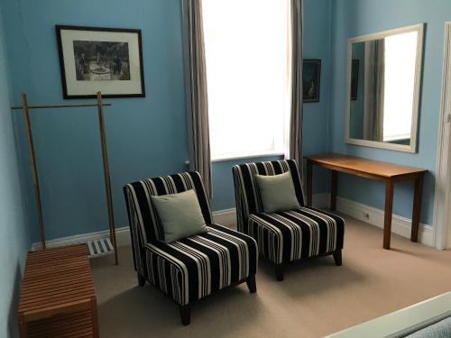 A seating area at Kit Kat Cottage - heritage accommodation Burra