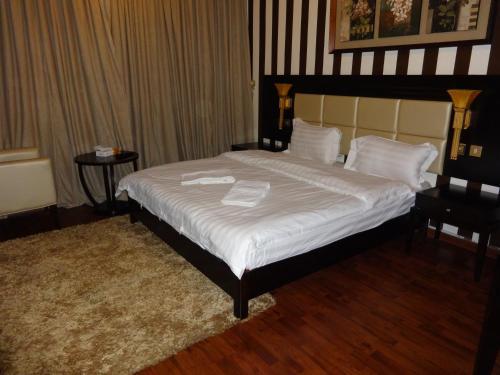Cama ou camas em um quarto em Orans Suites 2