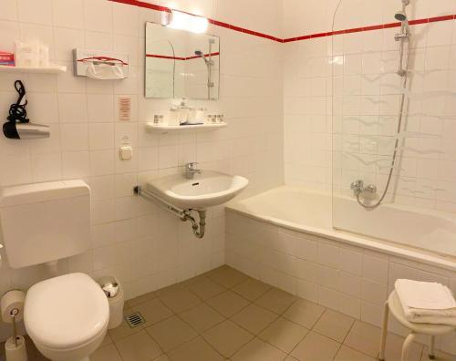 A bathroom at Altstadthotel Augsburg