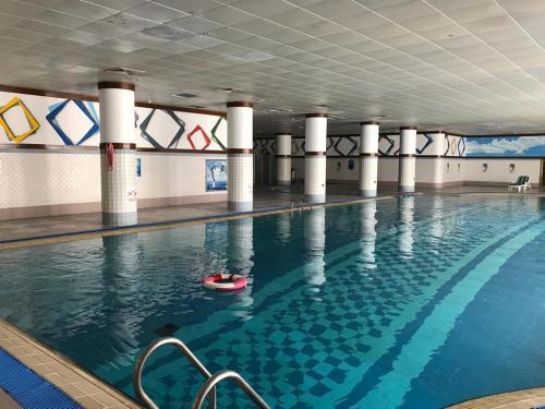 A piscina localizada em Abha Palace Hotel ou nos arredores