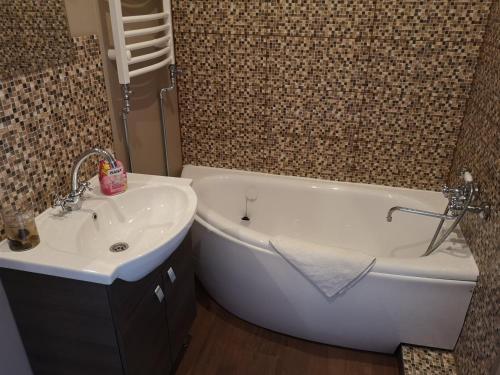 Vannas istaba naktsmītnē Villa Victoria