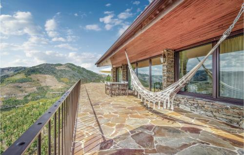 A balcony or terrace at Amazing home in Folgosa do Douro w/ WiFi and 3 Bedrooms