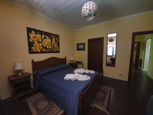 A bed or beds in a room at Villa la Quercia Resort