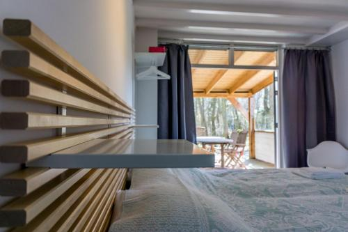 A bed or beds in a room at Duinlust Dishoek