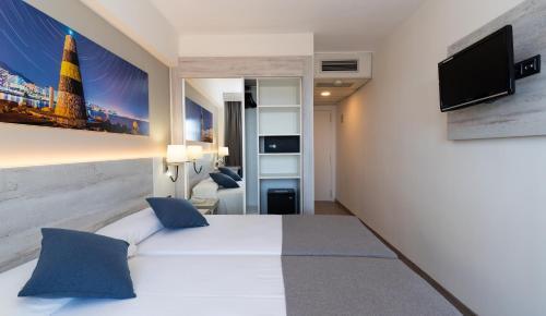 Een TV en/of entertainmentcenter bij Medplaya Hotel Bali