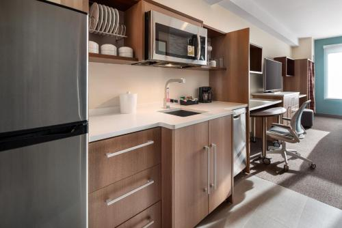 A kitchen or kitchenette at Home2 Suites By Hilton Denver Downtown Convention Center