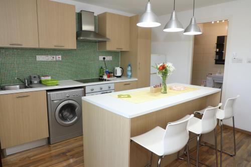 A kitchen or kitchenette at Achillion Apartments