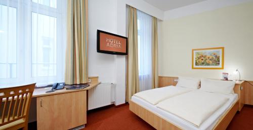 A bed or beds in a room at Hotel ADRIA München