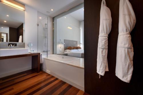 Um banheiro em M'AR De AR Aqueduto