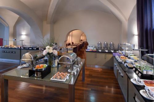 Um restaurante ou outro lugar para comer em M'AR De AR Aqueduto