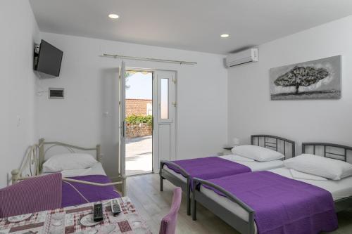 A bed or beds in a room at Apartments Karol & Mara