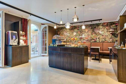 De lobby of receptie bij Hotel Astoria Gent