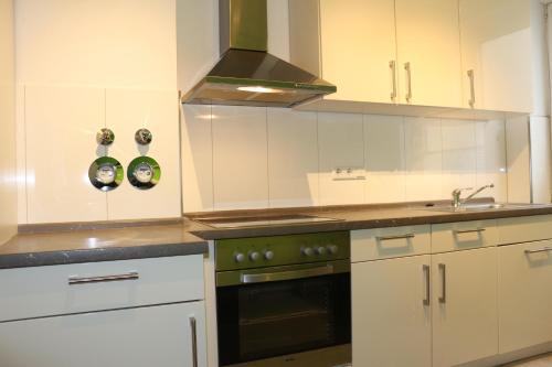 A kitchen or kitchenette at Zuhause auf Zeit Bielefeld