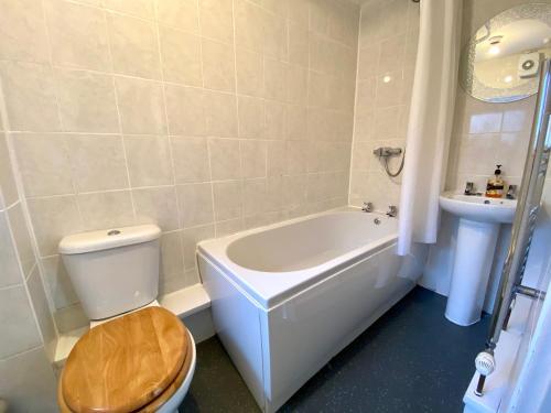 A bathroom at Kennedy House
