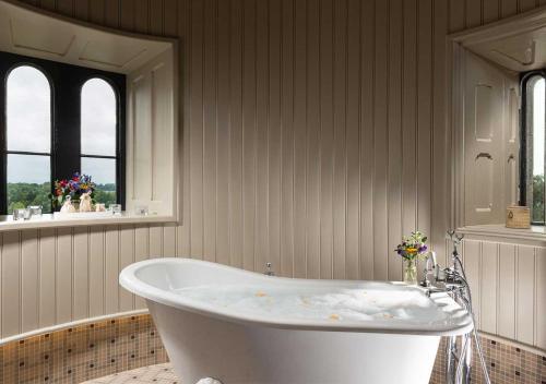 A bathroom at Kilkea Castle