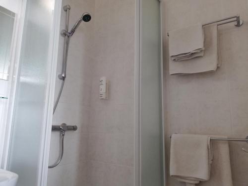 A bathroom at Logies Het Maantje