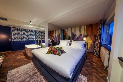 Een bed of bedden in een kamer bij Hotel Haarhuis