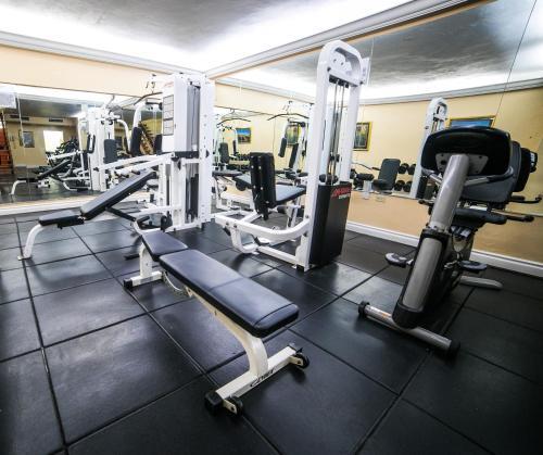 Das Fitnesscenter und/oder die Fitnesseinrichtungen in der Unterkunft The Knutsford Court Hotel