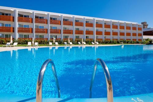 The swimming pool at or near Malibu Foz Hotel