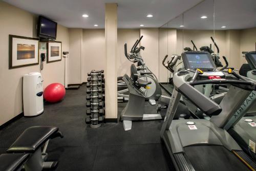 Gimnasio o instalaciones de fitness de Holiday Inn Manhattan 6th Ave - Chelsea, an IHG Hotel