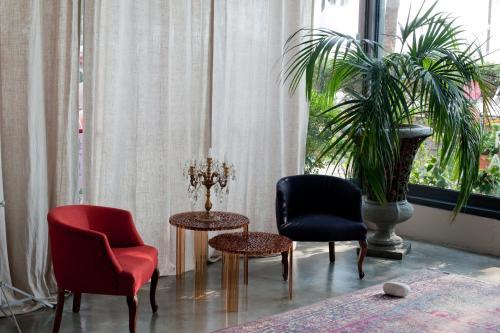 A seating area at Hotel Italia