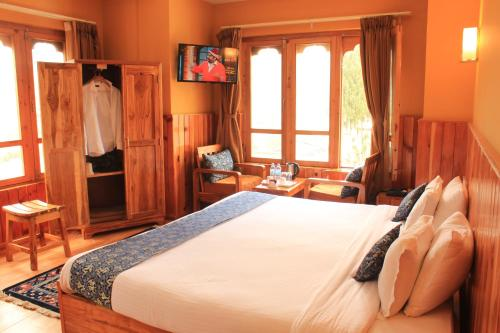 A bed or beds in a room at Hotel Khamsum
