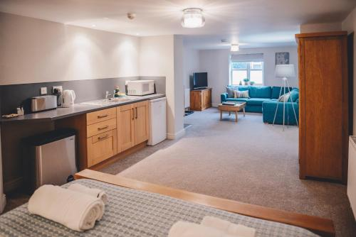 A kitchen or kitchenette at Home Farm & Lodge