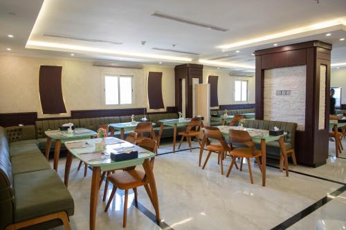 Um restaurante ou outro lugar para comer em Viola Hotel