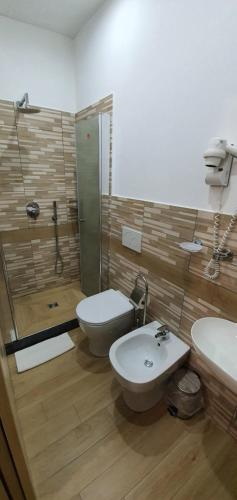 Um banheiro em Marla rooms