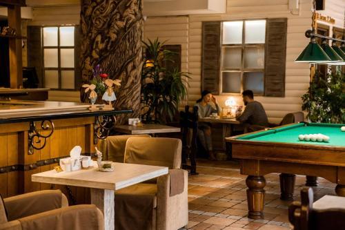 A pool table at Veselyj Zajets
