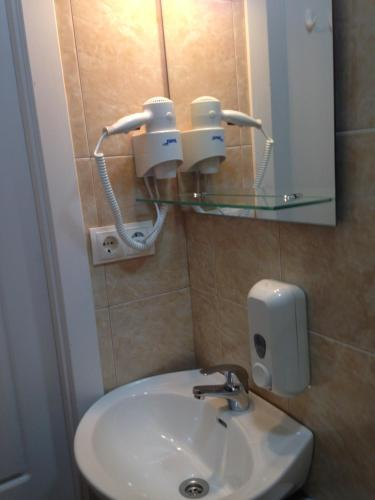 A bathroom at Suisse Hostel