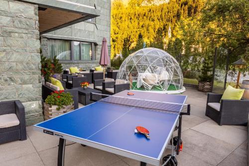 Tischtennis in der Unterkunft Sport & Wellnesshotel San Gian St. Moritz oder in der Nähe