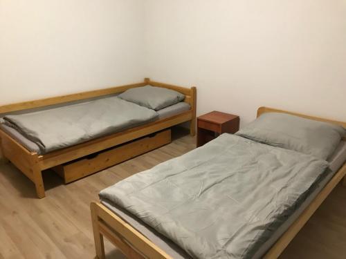 Posteľ alebo postele v izbe v ubytovaní apartmán jeruzalemská