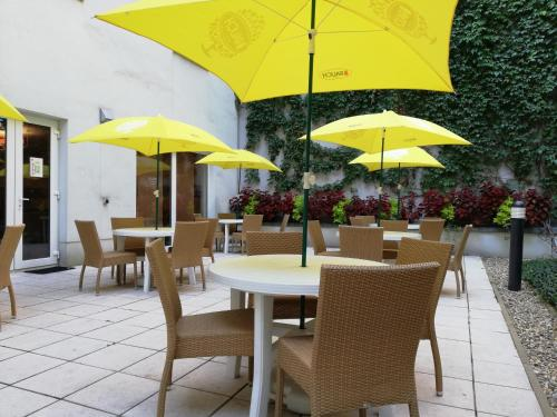 A restaurant or other place to eat at Star Inn Hotel Budapest Centrum
