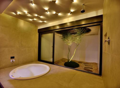 A bathroom at Luv Moteis
