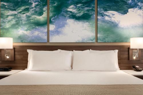 A bed or beds in a room at Buena Vista Suites