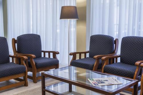 A seating area at Hotel Sete Cidades
