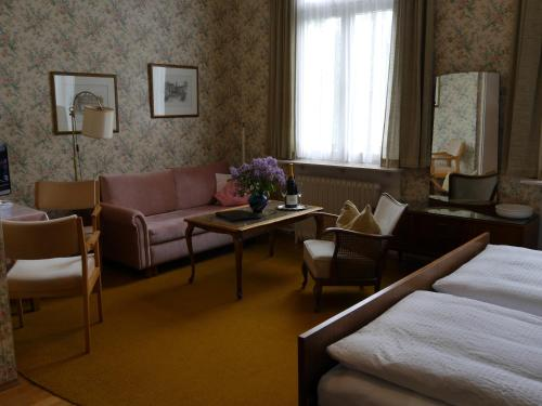 Ein Sitzbereich in der Unterkunft Hotel Tanneck