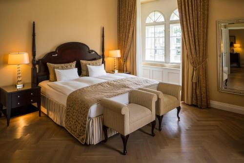 A bed or beds in a room at Falkensteiner Schlosshotel Velden – The Leading Hotels of the World