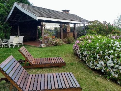 A garden outside Pousada Casa Campos Bed & Breakfast