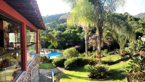 Uma vista da piscina em Pousada Sítio da Luzia ou nos arredores