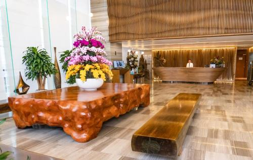 The lobby or reception area at Queen Ann Nha Trang Hotel