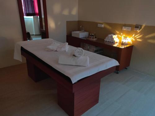 Un baño de Holy River Hotel