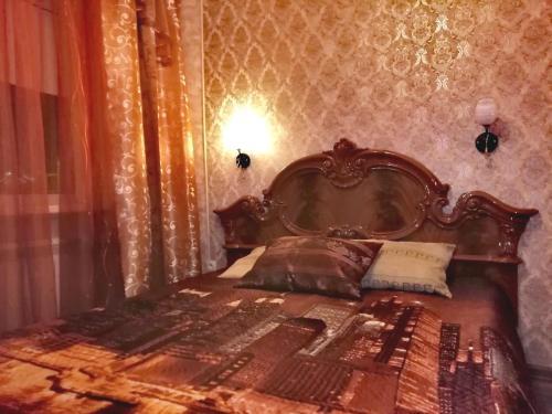 Кровать или кровати в номере Apartment Druzhby 32