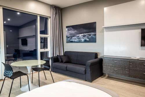 A seating area at Black Beach Suites