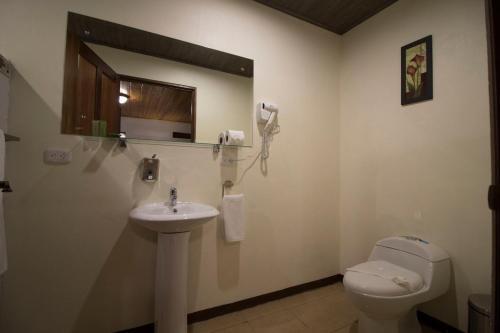 Een badkamer bij Tirimbina Rainforest Lodge