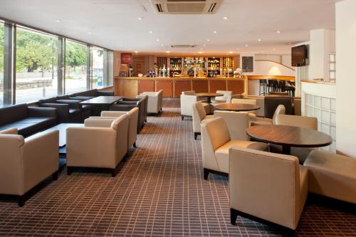 The lounge or bar area at Holiday Inn Cardiff City, an IHG Hotel