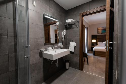 A bathroom at Pebbles Resort