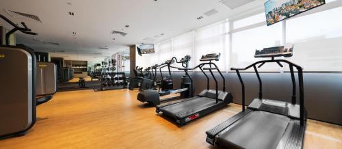 Das Fitnesscenter und/oder die Fitnesseinrichtungen in der Unterkunft PARKROYAL on Kitchener Road